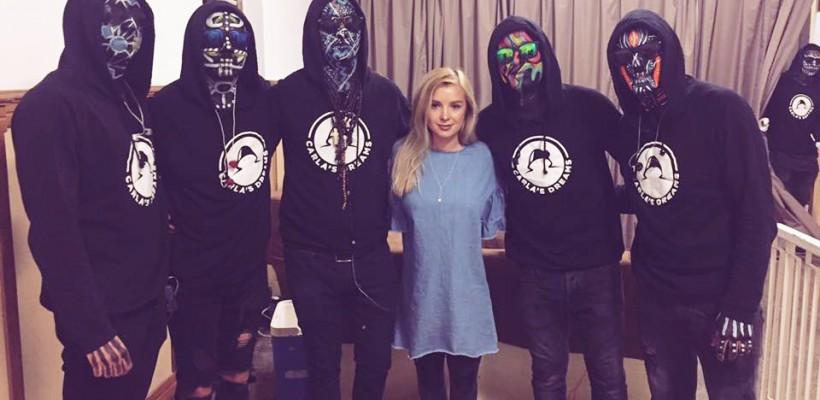 EA este makeup artista care aduce mereu culoare pe fețele băieților din Carla's Dreams! (FOTO)
