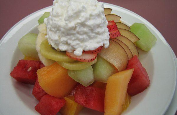 Salata-de-fructe-cu-iaurt