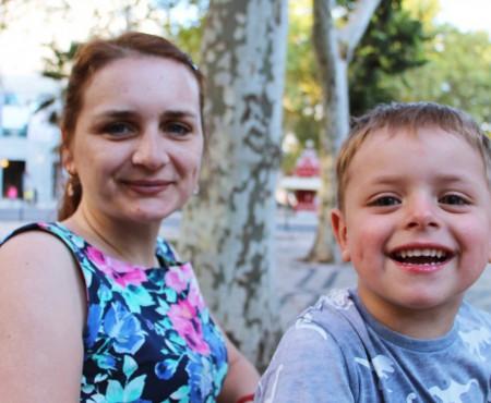 """Strigătul unei mame diagnosticate cu scleroză multiplă: """"Nu mă ascultă mâinile, nu pot avea grijă de băiețelul meu!"""""""