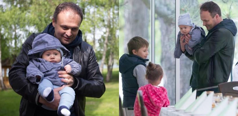 Speakerul Andrian Candu și-a arătat în premieră mezinul Adam, în vârstă de 4 luni (FOTO)