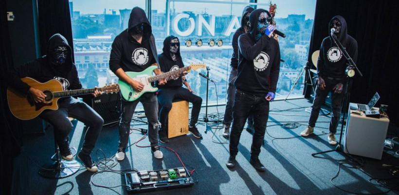 Basistul trupei Carla's Dreams a spus într-un concert de unde este originar (Video)