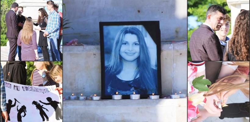 Tinerii hânceșteni au aprins lumânări în memoria Galinei – fata de 18 ani, strangulată de concubinul mamei sale