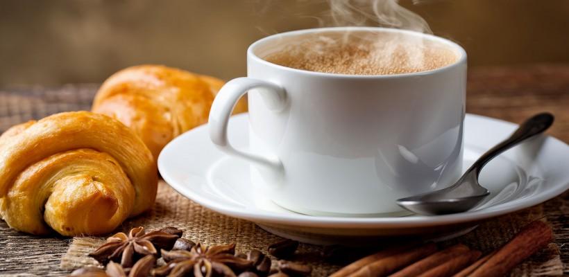 Cafeaua trebuie servită la scurt timp după preparare, altfel cauzează indigestie și atacă smalțul dinților