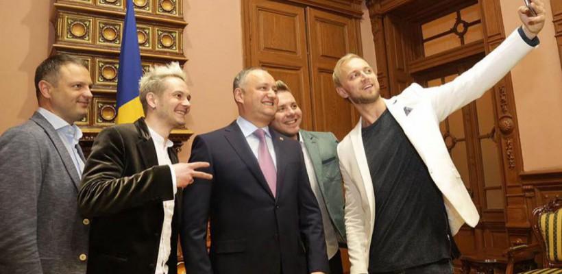 """Dodon a acordat Ordine de Onoare băieților de la Sunstroke Project: """"Ați făcut mai mult decât unii ambasadori"""""""