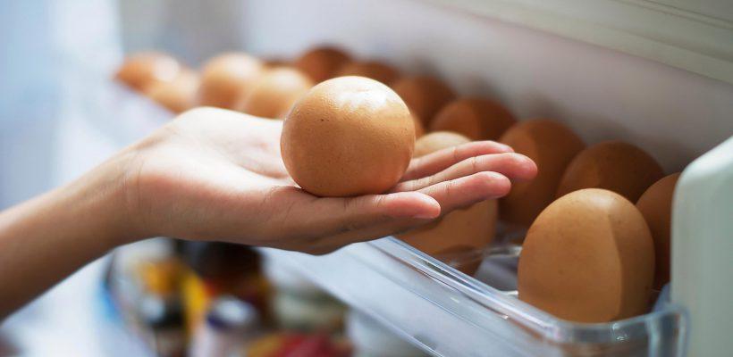 Nu păstrați ouăle pe ușa frigiderului! Sfatul vine de la Jamie Oliver – unul din cei mai buni bucătari din lume