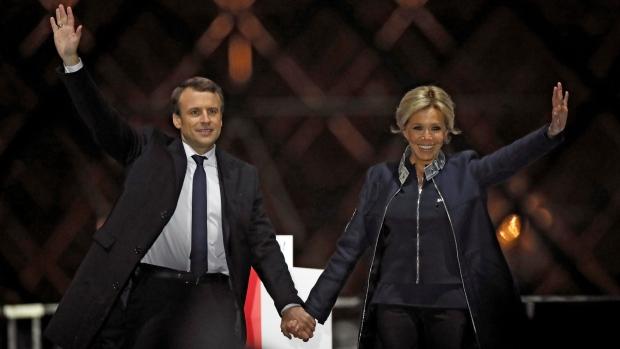 Noua Prima Doamnă a Franței, cu 24 de ani mai în vârstă decât soțul ei, sfidează legile naturii cu stil