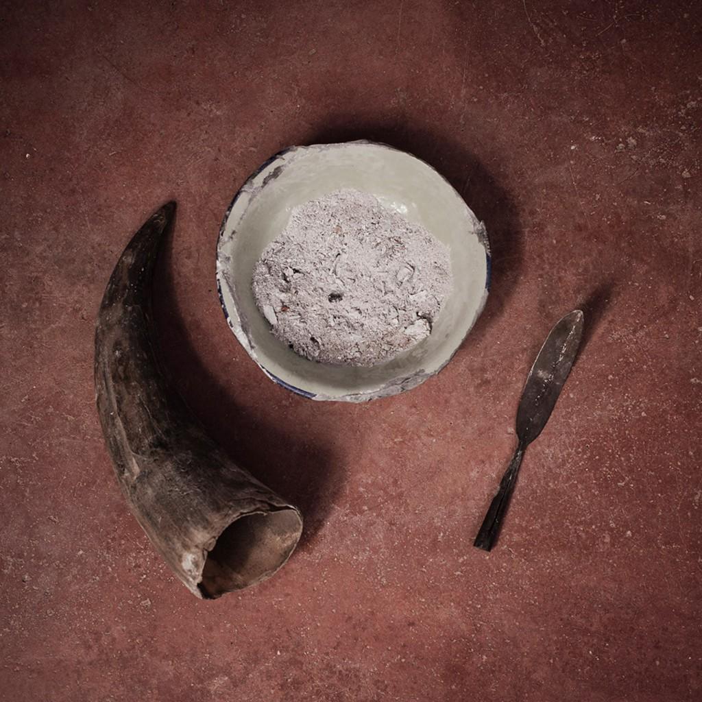 DSC_6130 Still life of the instruments used in the practice of FGM in Kongelai. West Pokot. Kenya. 2015 Still life degli strumenti usati per la pratica delle MGF in Kongelai. West Pokot. Kenya. 2015