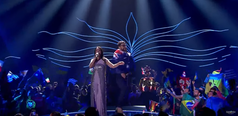 Moment penibil la Eurovision! Un spectator a urcat cu fundul gol pe scenă