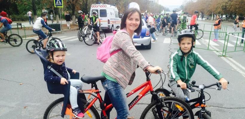 Natalia Madan, autoarea blogului Planeta Mami, se alătură cu familia sa Maratonului Run Pink Moldova