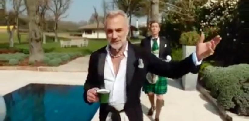 """Rușii l-au făcut pe Gianluca Vacchi star de publicitate. Italianul își arată """"regatul"""" într-o reclamă (VIDEO)"""