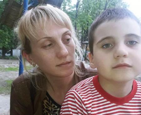 """""""Ajutați-mă, vă rog, să cresc mare!"""" Rugămintea unui băiețel de 6 ani, diagnosticat cu tumoare cerebrală"""