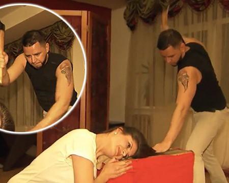 Un frizer din Rusia își tunde clientele cu toporul. Imaginile video nu sunt pentru cei slabi de fire