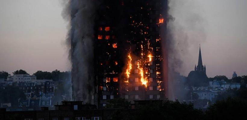 Incendiul din Londra. O mamă disperată și-a aruncat bebelușul de la etajul 10