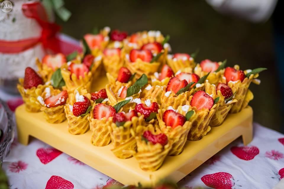Dulciuri pregătite la Festivalul Căpșunii și Mierii 2016