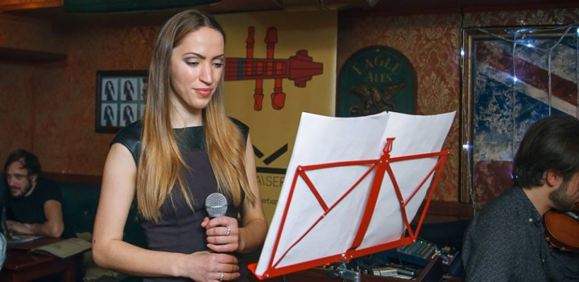 O artistă din Rusia își promovează albumul într-un turneu prin Moldova, alături de o trupă de la noi (Foto)