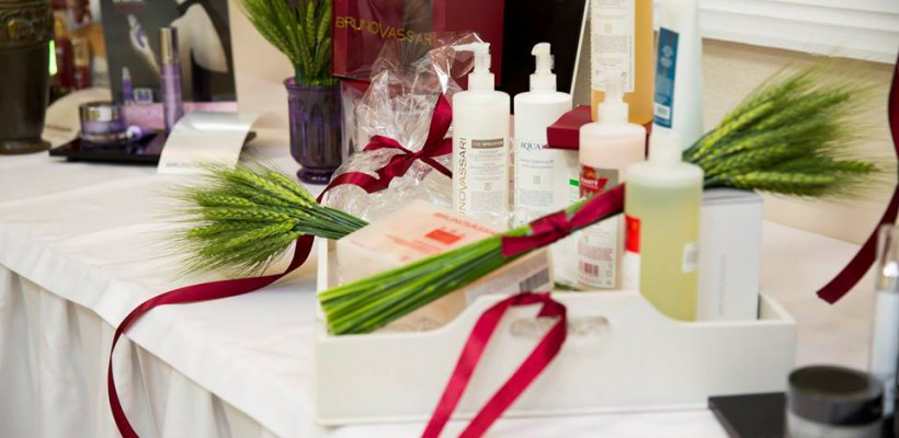 Îți dorești o îngrijire profesionistă la domiciliu sau vrei să schimbi gama de cosmetice cu care lucrezi la salon? Iată soluția!