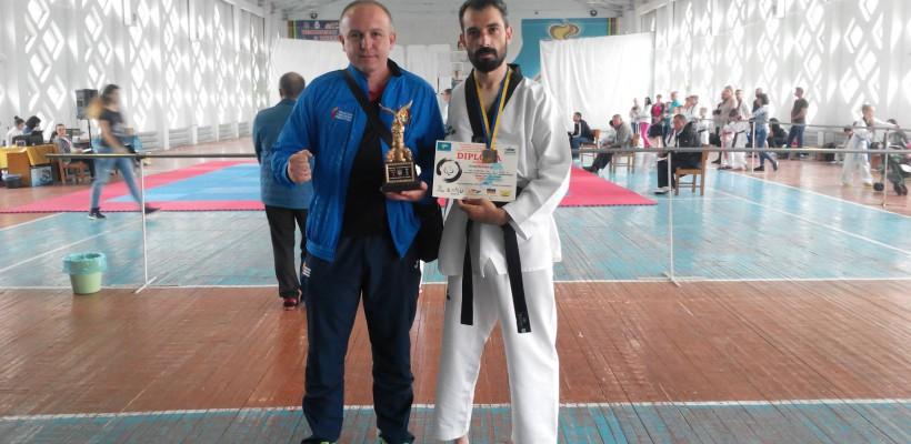 Un moldovean a luptat cu o singură mână pentru trofeul Campionatului Ucrainei de Para-Taekwondo! Petru Cataraga este campionul nostru!