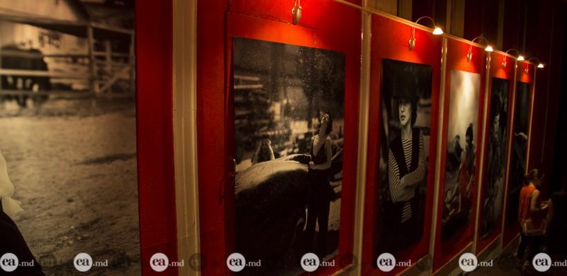 """Actorii Teatrului """"Geneza-Art"""" au recreat în imagini fotografice istoria vieții lui Coco Chanel (Foto)"""