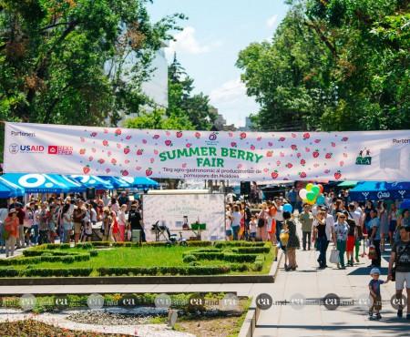 Raiul pomușoarelor s-a mutat pentru câteva ore în centrul Chișinăului. FOTO de la Summer Berry Fair
