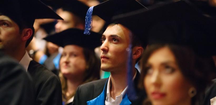 Circa 1000 de doctori, proaspăt absolvenți, au depus celebrul jurământ al lui Hipocrate (foto)