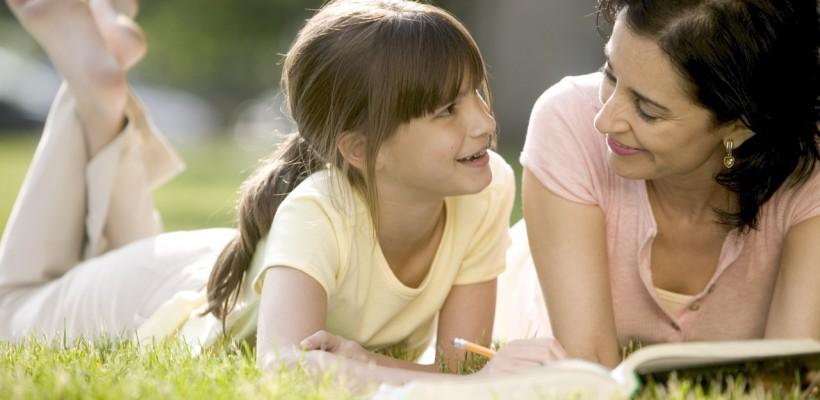 """""""Părinții trebuie să comunice cu copilul într-un stil prietenos"""". Cum îi comunici copilului la adolescență"""