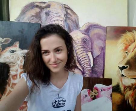 Victoria Batin a decis să facă psihologie și prin artă. Admiră-i creațiile atât de realiste și vino la prima ei expoziție de pictură