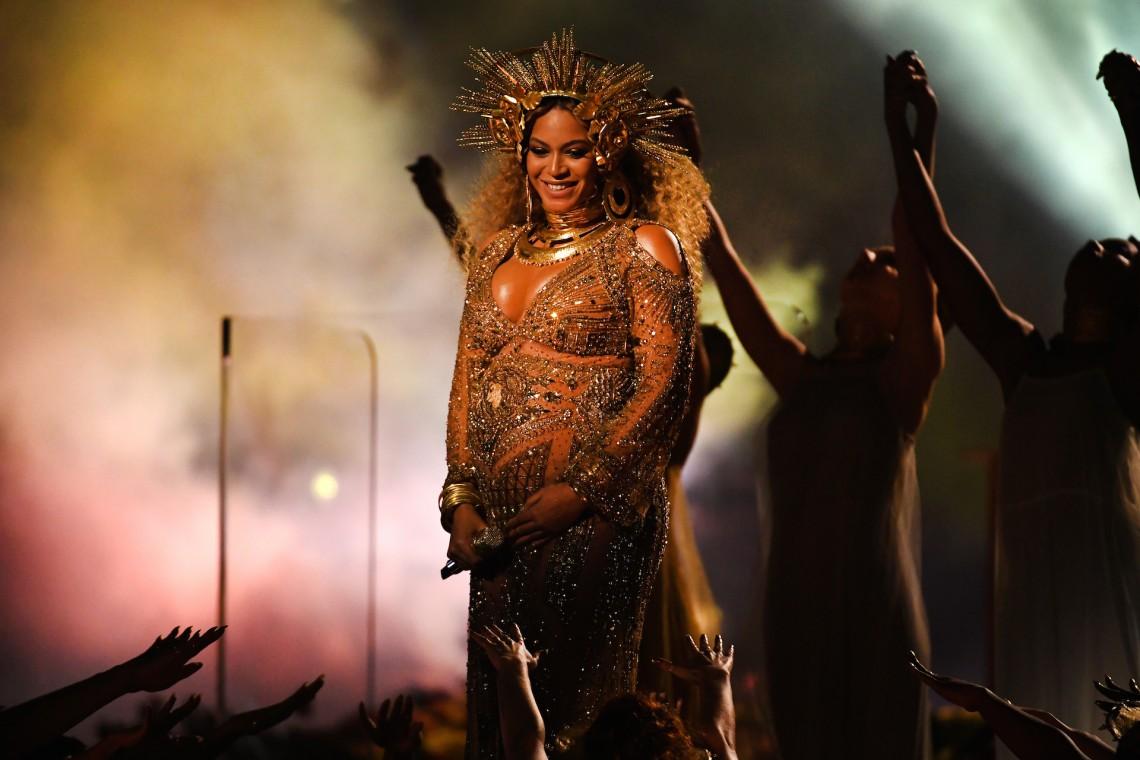 Beyonce a născut în mare secret, încă la începutul săptămânii care a trecut. O problemă minoră de sănătate a reținut mama și gemenii în spital