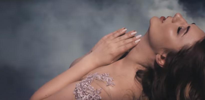 """După un an de așteptare, piesa """"Buzele"""" s-a ales cu un videoclip de toată frumusețea. Cristy Rouge sfidează legitățile naturii"""