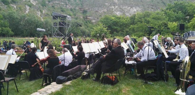 """""""DescOPERĂ"""" a ajuns pentru al doilea an la Butuceni. Imagini din prima zi a festivalului (Foto)"""