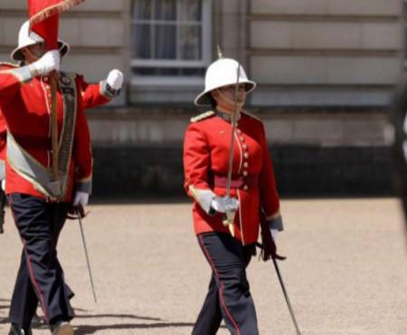 Prima femeie, care comandă Garda Reginei de la Palatul Buckingham, este din Canada