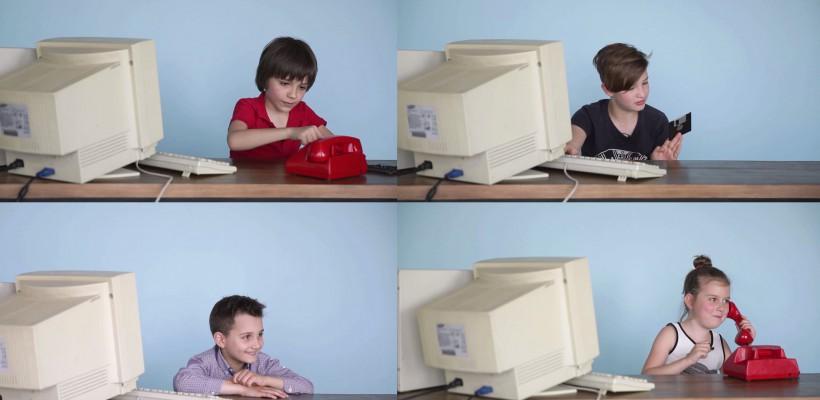 Experiment social realizat de o companie de telecomunicații de la noi: Cum reacționează copiii la tehnologiile generațiilor trecute (Video)