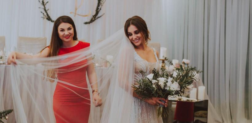 Nuntă fără tocuri, fară masă mare și fără flori în celofan? Cristina Postolachi demonstrează că se poate!