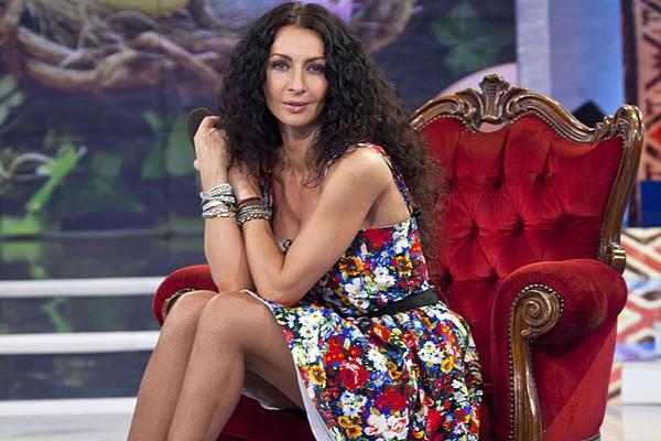 Mihaela Rădulescu într-o ținută sexy cu imprimeuri tradiționale (Foto)