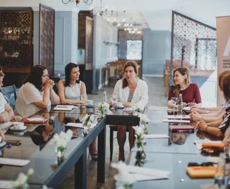 """Signe Burgstaller: """"Femeile posedă spirit de lider şi au abilităţi pentru a face contribuţii pozitive la dezvoltarea economică a ţării"""""""