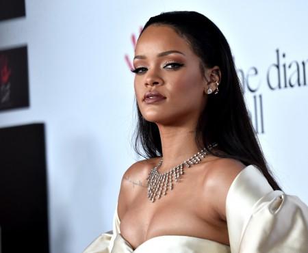 Rihanna a purtat o pereche de sandale spectaculoase. E și mai sexy (Foto)