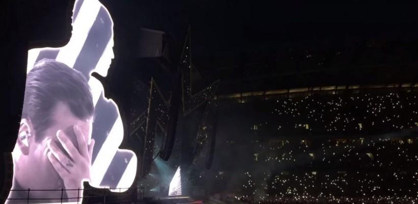 """Robbie Williams, cu lacrimi în ochi în faţa a 50.000 de spectatori: """"Noi suntem Manchester şi nu ne e frică"""""""