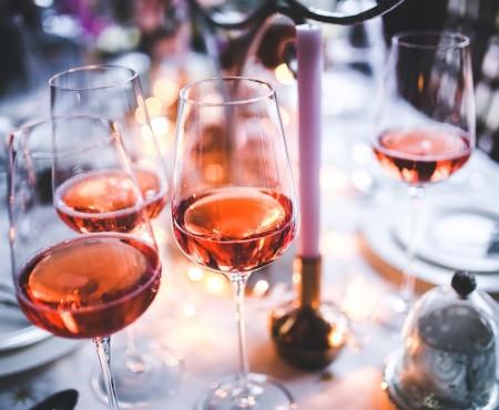 Vezi viața în roz și cunoaște vinurile rose produse în Moldova!