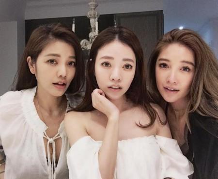 Trei surori din Taiwan și mama lor arată ca niște studente la vârstele lor de 63, 41, 40 și 36 de ani!