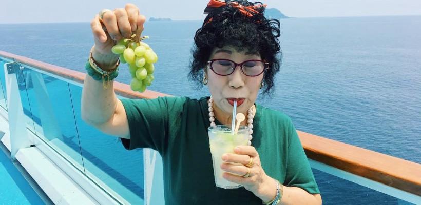 O sud-coreeancă de 70 de ani e noua vedetă a Instagram-ului. Călătorește mult și dă lecții de machiaj