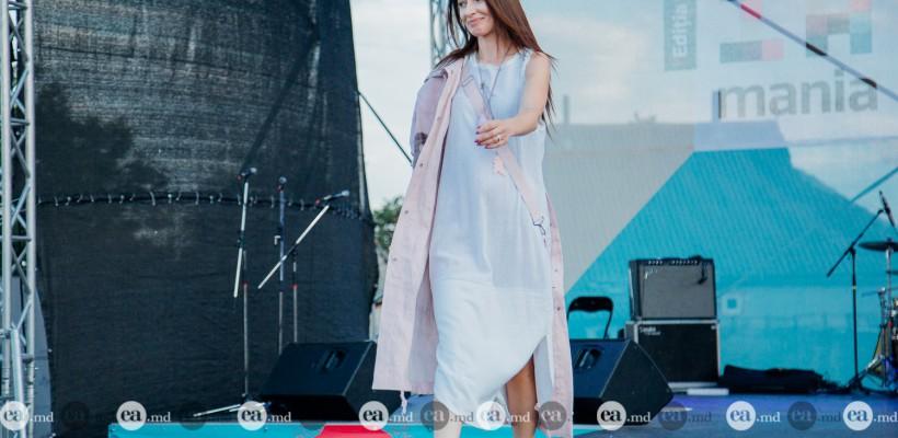 Angela Gonța a defilat pe podiumul IA Mania, susținând un designer începător (Foto)