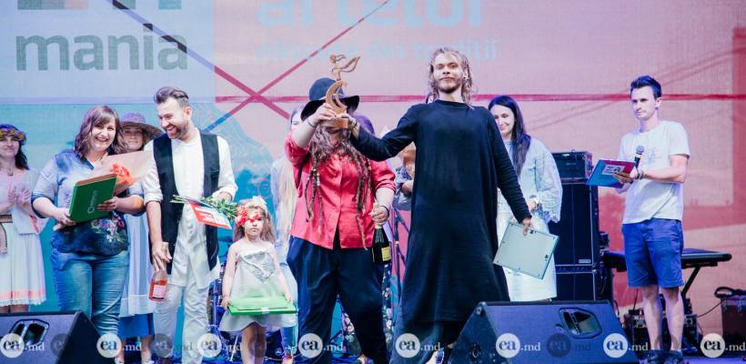 Piotr Alii, designerul care a luat trofeul la MândrIA 2017, despre echipa sa de creație și bunica din sat – croitoreasă
