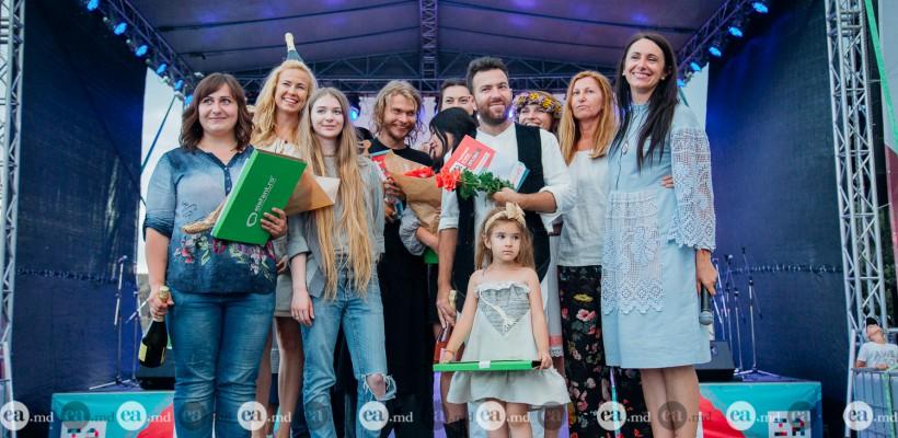 """Colecțiile care au cucerit """"MândrIA"""" la Festivalul Ia Mania: stofe naturale și creativitate inspirată de tradiții (Foto)"""
