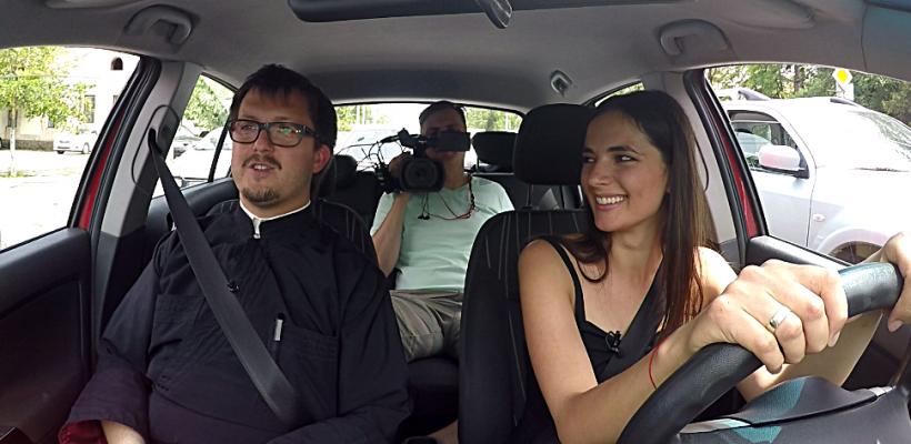 Prin hopuri…cu Maxim Melinti – preotul cu live-uri pe Facebook și un canal YouTube. Vezi mașina lui de lux
