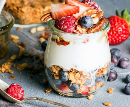 3 idei de mic dejun, perfecte pentru cele mai toride zile ale anului