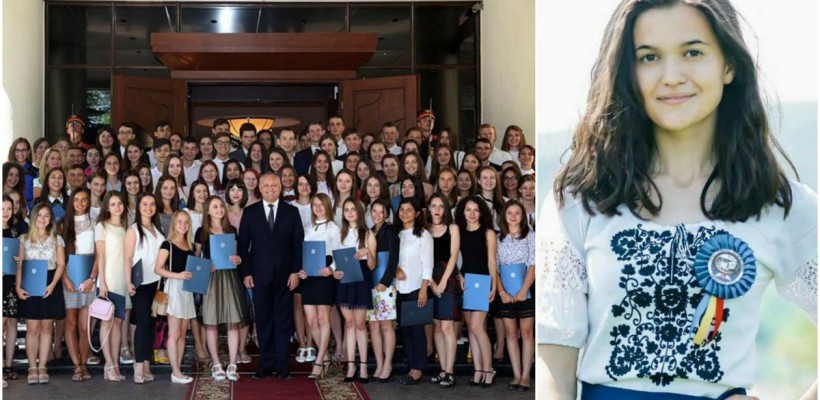 """O absolventă a refuzat diploma oferită de președintele Dodon: """"Asemenea festivități nu mă onorează"""" (foto)"""