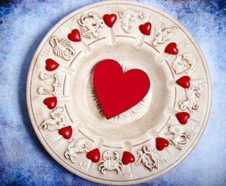 Horoscopul Dragostei: Nativele singure din zodia Fecioară și Săgetător au șanse mari să își cunoască alesul inimii