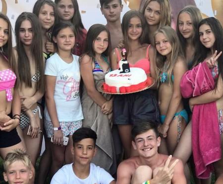 Iuliana Beregoi și-a celebrat a 13-a aniversare. Ionela Țăruș și Mihai Ungureanu i-au fost alături (FOTO)