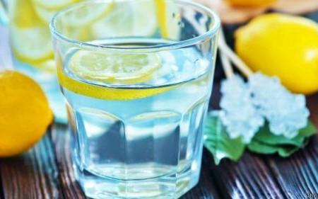 Bea limonadă imediat ce te trezești. Iată doar câteva dintre beneficii