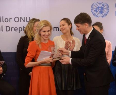 Te gândești să te muți cu traiul la București? Află ce te așteaptă de la Nati Vozian – tânăra premiată de ONU pentru activism civic