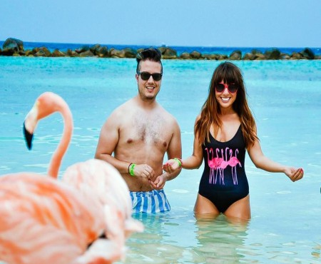 Cum arată o plajă din Caraibe, scăldată în rozul păsărilor Flamingo (VIDEO)